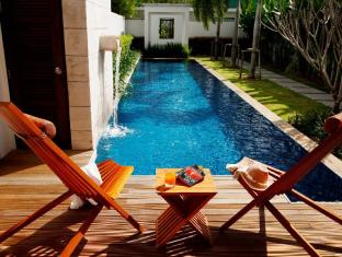 Two Villas Holiday Phuket: Oxygen Style Nai Harn Beach Phuket - Surroundings