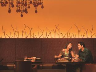 Courtyard By Marriott Chennai Chennai - Food, drink and entertainment