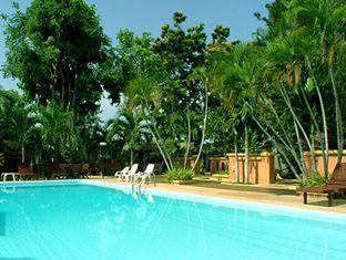 Riviera Resort Pattaya - Swimming Pool