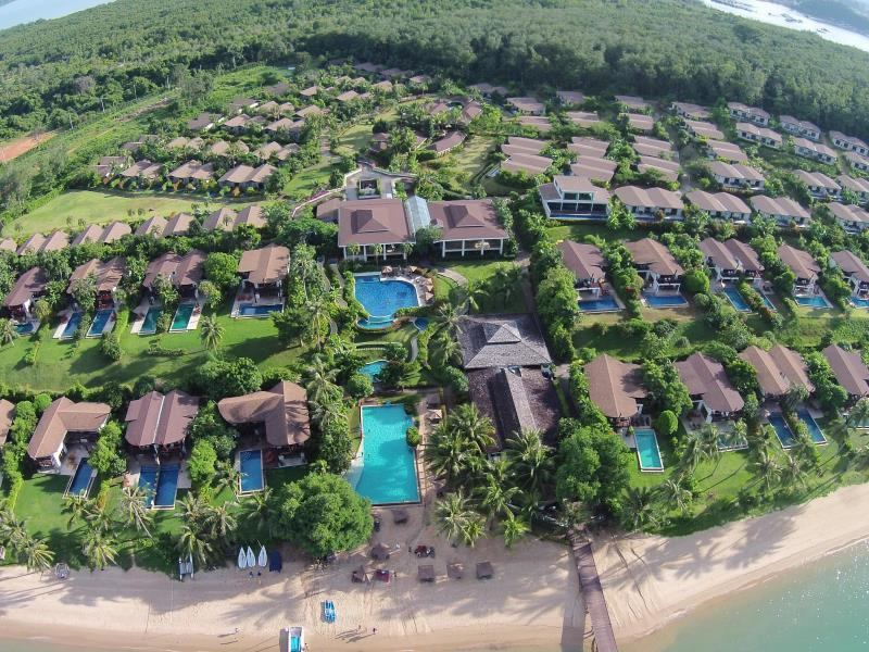 The Village Coconut Island Beach Resort פוקט - וילה