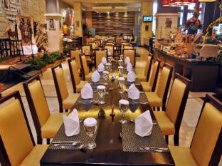 Gumaya Tower Hotel Semarang Semarang - Food, drink and entertainment