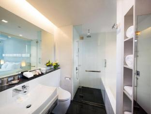 The Quincy Hotel by Far East Hospitality Singapore - Studio Room Bathroom