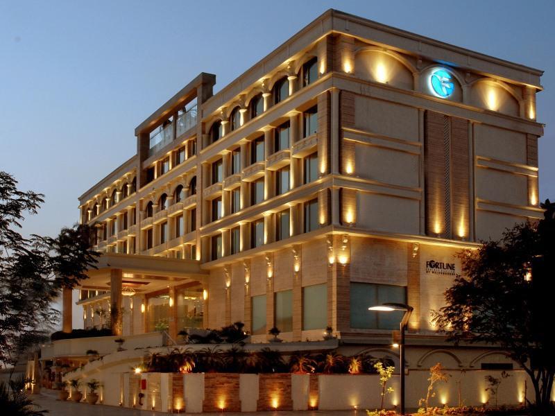 โรงแรมฟอร์จูน ซีเล็คซ์ เอ็กโซติก้า นาวี