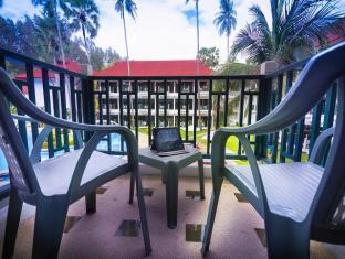 Amora Beach Resort פוקט - מרפסת