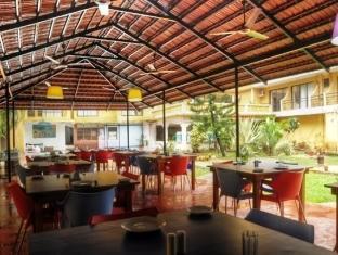 Peninsula Beach Resort North Goa - Restaurant