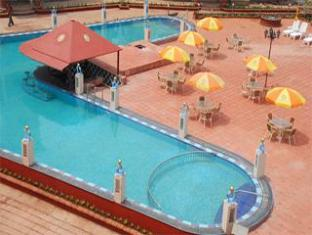 Sun City Resort North Goa - Piscina