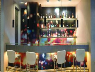 Mirage Hotel Mumbai - Food, drink and entertainment