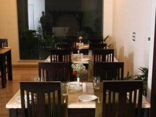 Dolphinn Grand New Delhi and NCR - Food, drink and entertainment