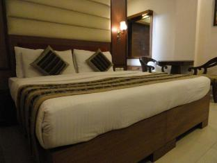 Bharat Continental Hotel