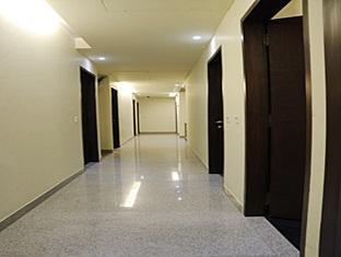 Cabana Hotel New Delhi and NCR - Corridor