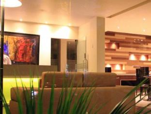 Cabana Hotel New Delhi and NCR - Waiting Area