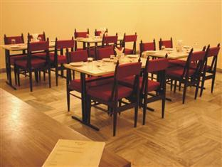 Hotel Ranjit Agra - Food, drink and entertainment
