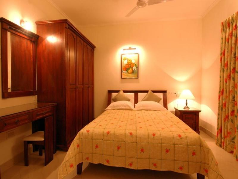 Blossoms Serviced Apartments شيناي