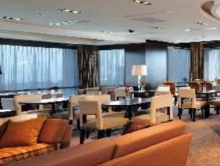 Hotel Peninsula Chennai - Restoran