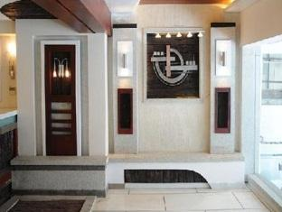 Hotel Peninsula Chennai - Bejárat