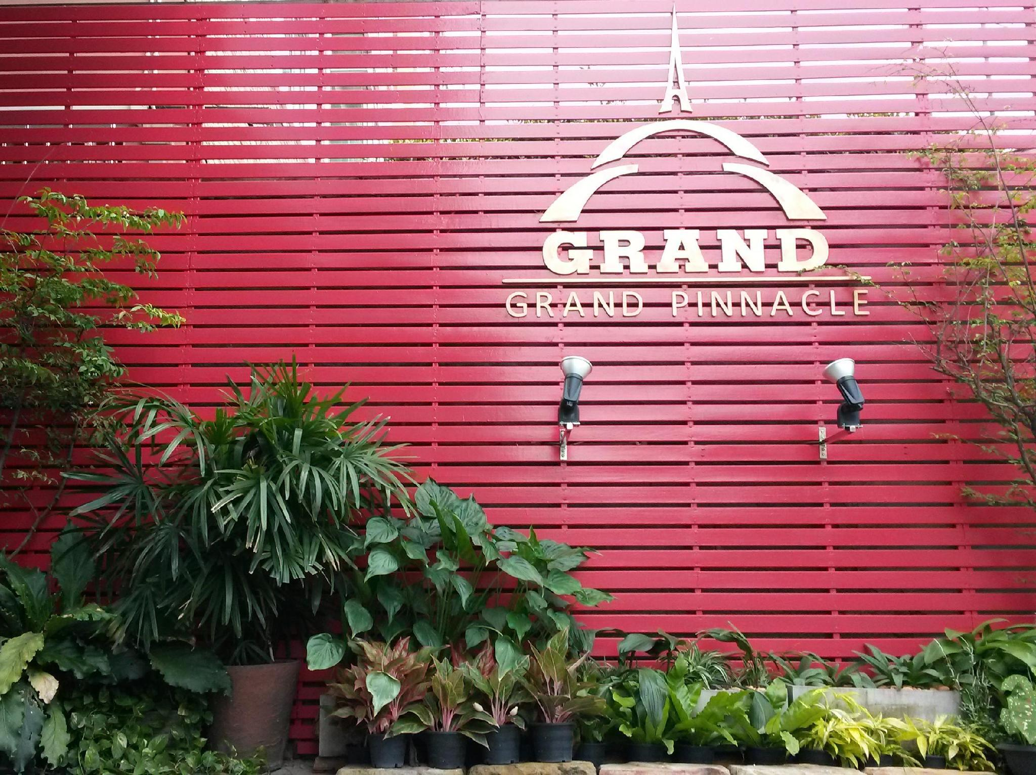 Grand Pinnacle Hotel Bangkok - Entrance