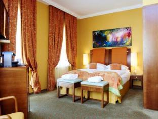 Small Luxury Hotel Das Tyrol Wien - Hotellihuone