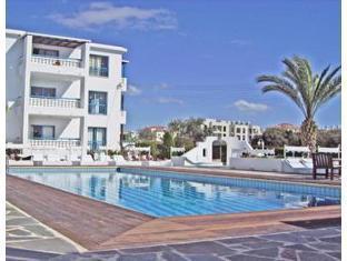 Tasmaria Hotel Apartments Paphos - Swimming Pool