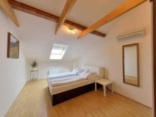 DownTown Suites Prague - Guest Room