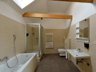 DownTown Suites Prague - Bathroom