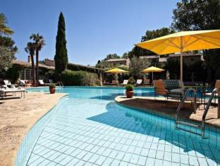 Hostellerie Les Frenes Avignon - Swimming Pool