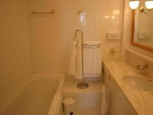 Chateau L Arc Hotel Fuveau - Bathroom