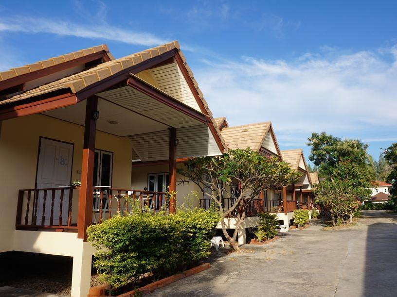 The Beach Resort Samroiyot - Hotell och Boende i Thailand i Asien