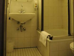 Alte City Pension Berlin - Bathroom