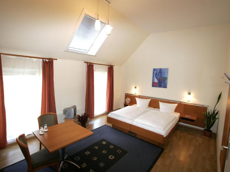 Hotel Pension Arta برلين