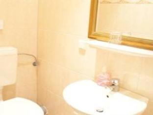 Hotel-Pension Majesty Berlin - Bathroom