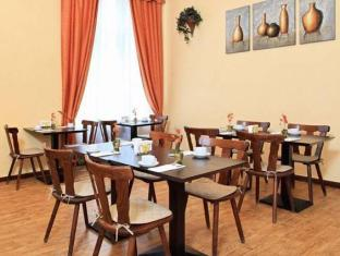 Hotel-Pension Cortina ברלין - בית קפה