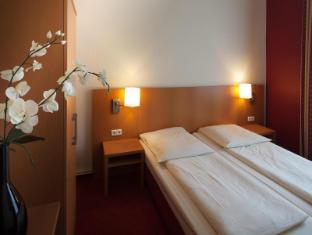 Air In Berlin Hotel Berlin - Guest Room