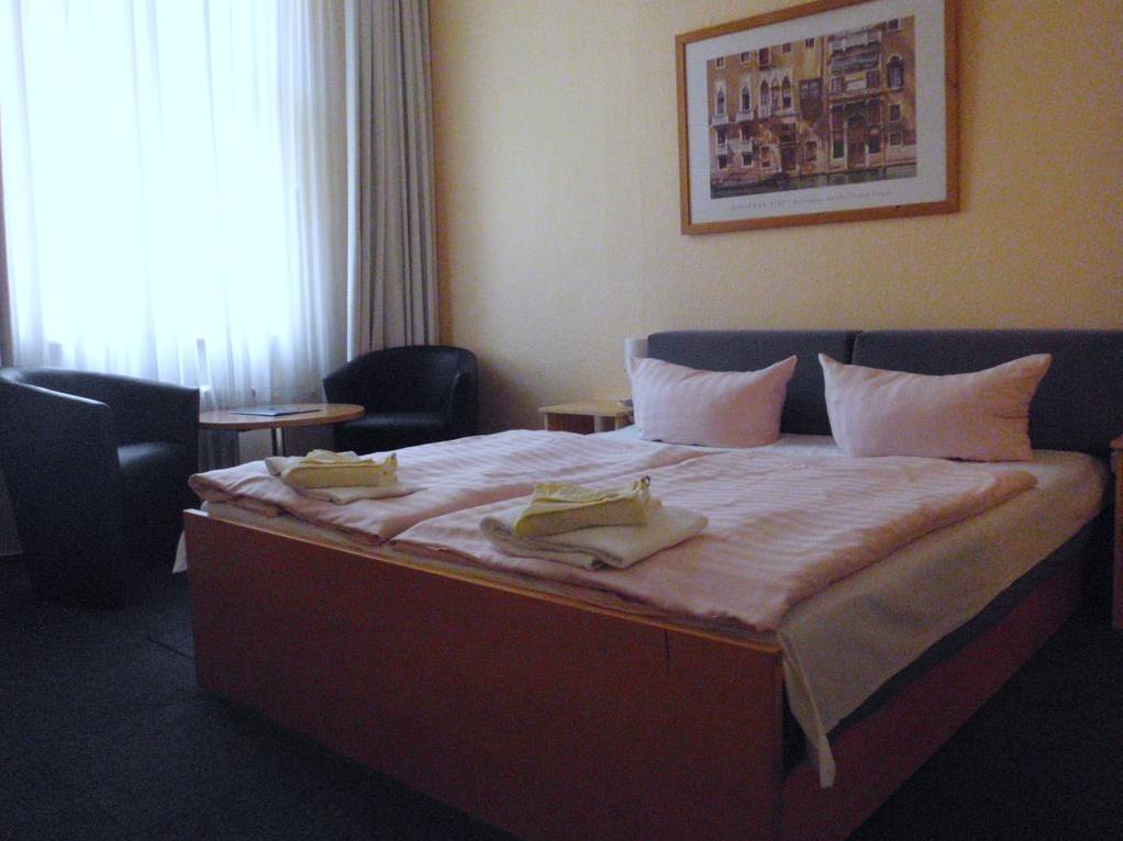 贝罗丽娜河畔纪念堂酒店