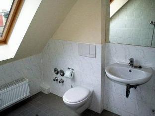 Hotel Comenius Berlin - Bathroom