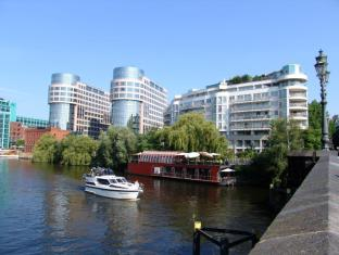 Hotel Les Nations Berlin - On the river Spree