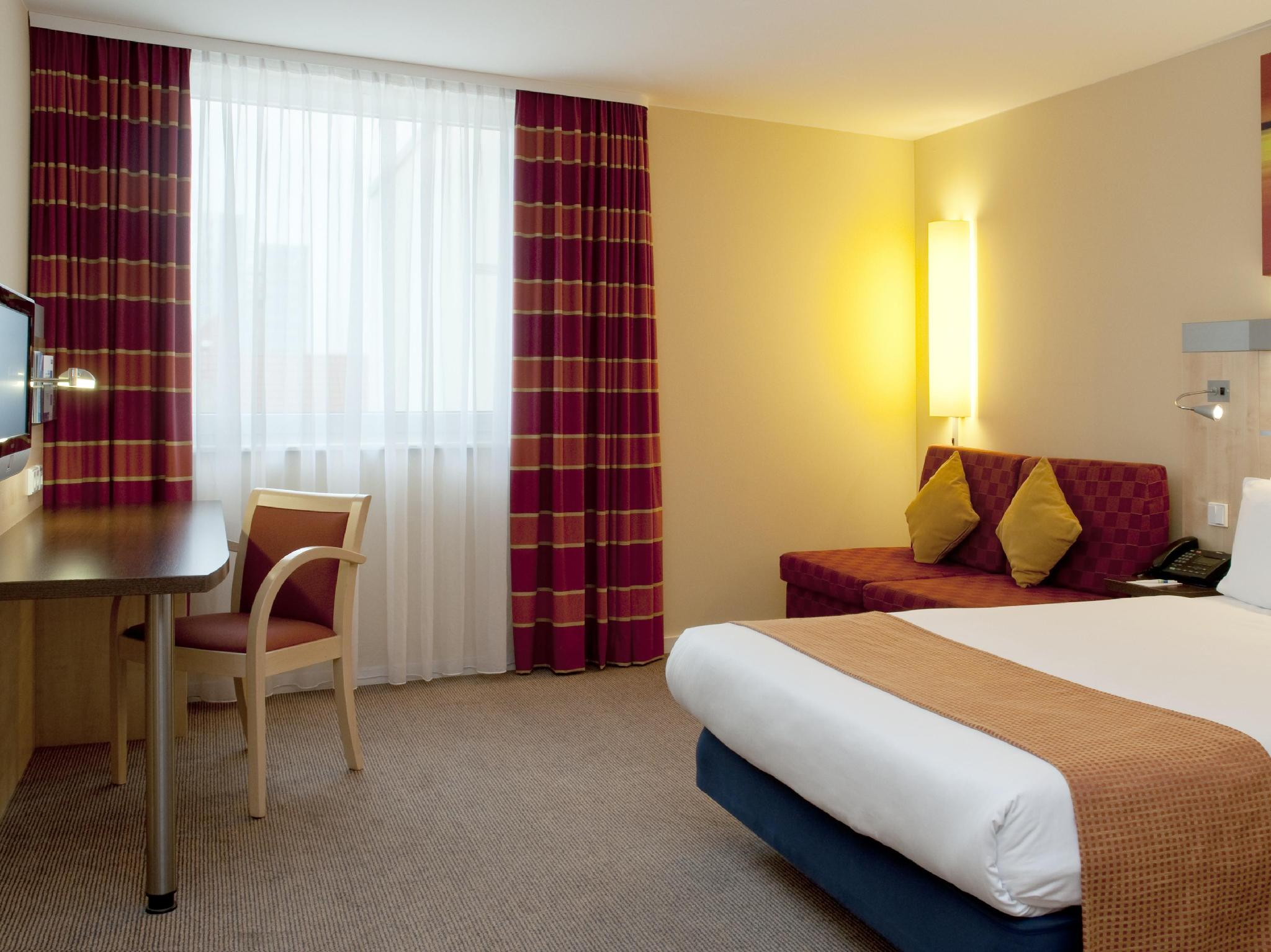 Holiday Inn Express Berlin City Centre West ברלין - בית המלון מבחוץ