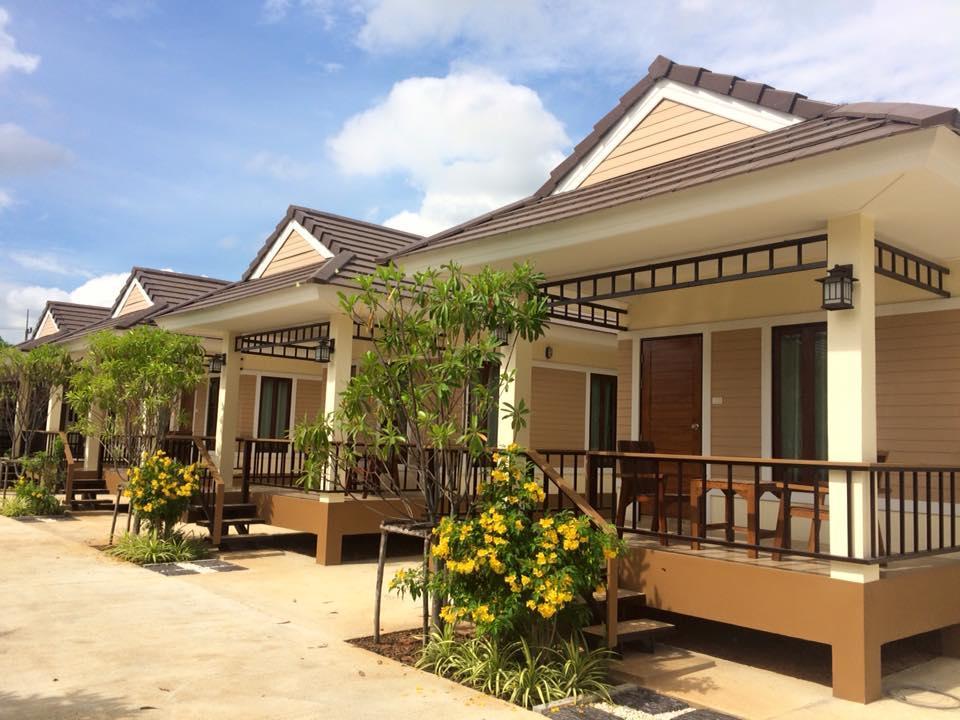 Sombat Resort - Hotell och Boende i Thailand i Asien