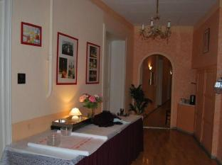 Hotel-Pension Uhland Berlin - Hotellet indefra