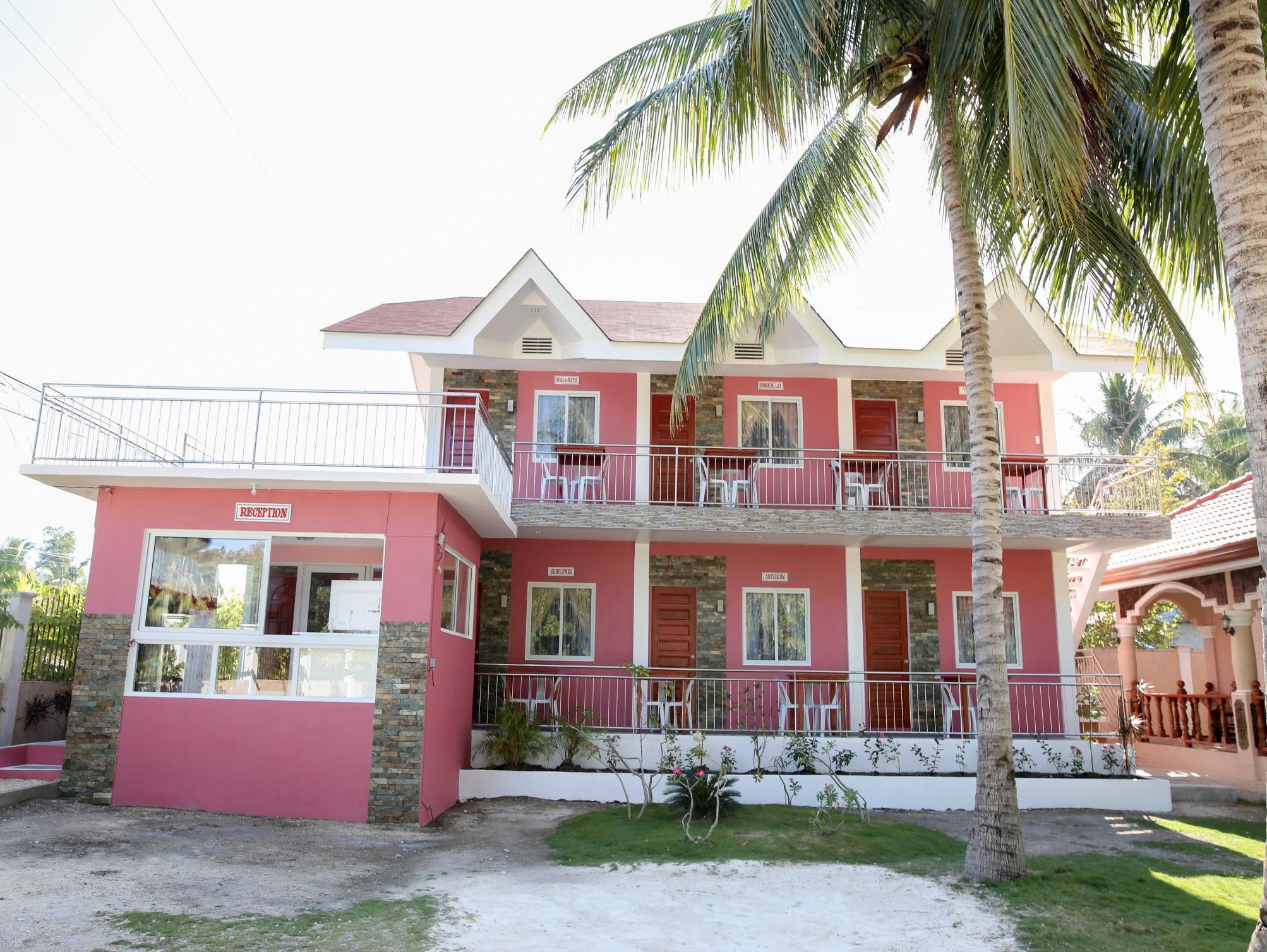 Luzmin BH - Pink House - Hotels and Accommodation in Philippines, Asia