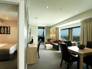 Oaks Embassy Hotel - Room type photo