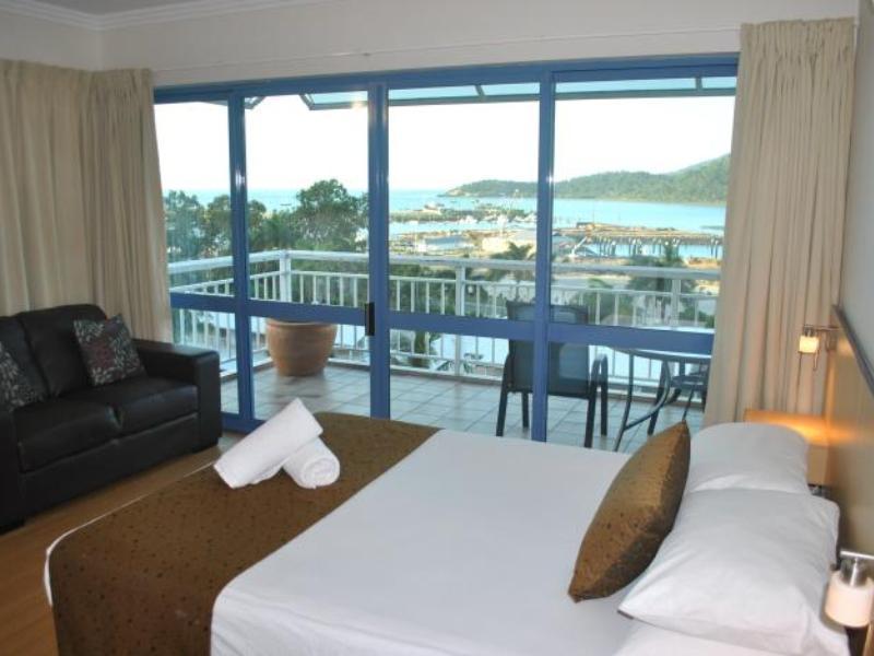 Coral Sea Vista Apartments וויטסאנדייז
