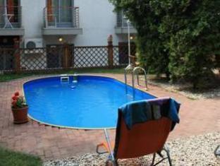 Hotel Papillon Budapest - Swimming Pool