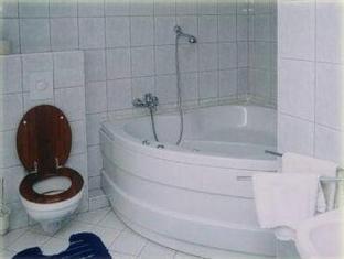 Hotel Bacchus Panzio Eger - Bathroom
