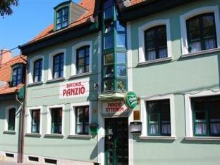 Hotel Bacchus Panzio Eger - Exterior