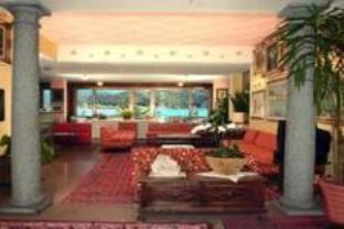 Hotel Carillon
