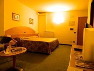Ascot Lodging Cardano Al Campo - Guest Room