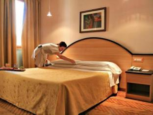 Hotel Touring Ferrara - Guest Room