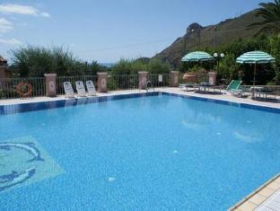 Hotel Ristorante Borgo La Tana Maratea - Swimming Pool