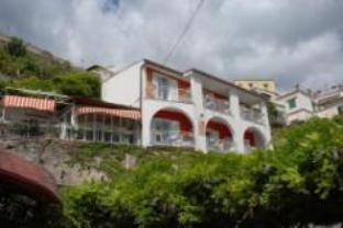 Maison Raphael Hotel
