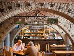 St. Barbara Hotel Tallinn - Food, drink and entertainment